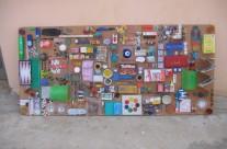 אוסף חפצים על דיקט 2.00 על 1.00 מטר